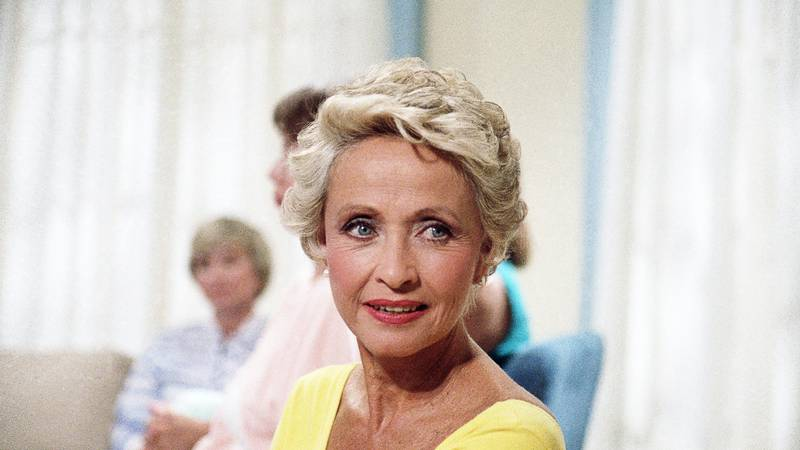 FILE - In this July 1986 file photo, Actress Jane Powell poses for a  photo in New York. Jane...